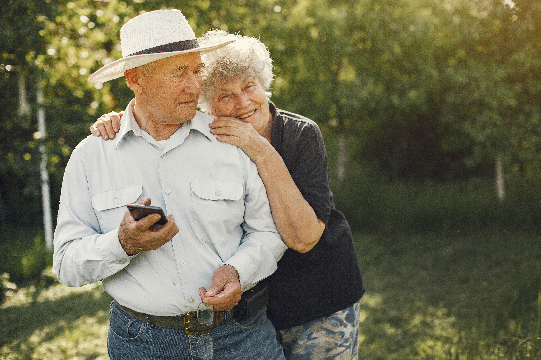 Un'estate più sicura: i consigli di Farmastrike per gli anziani
